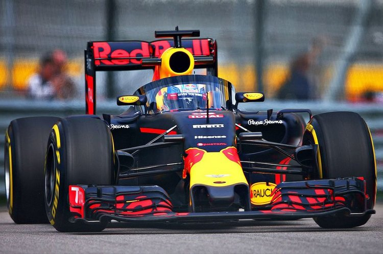 Formula 1 cars more safe with Halo device